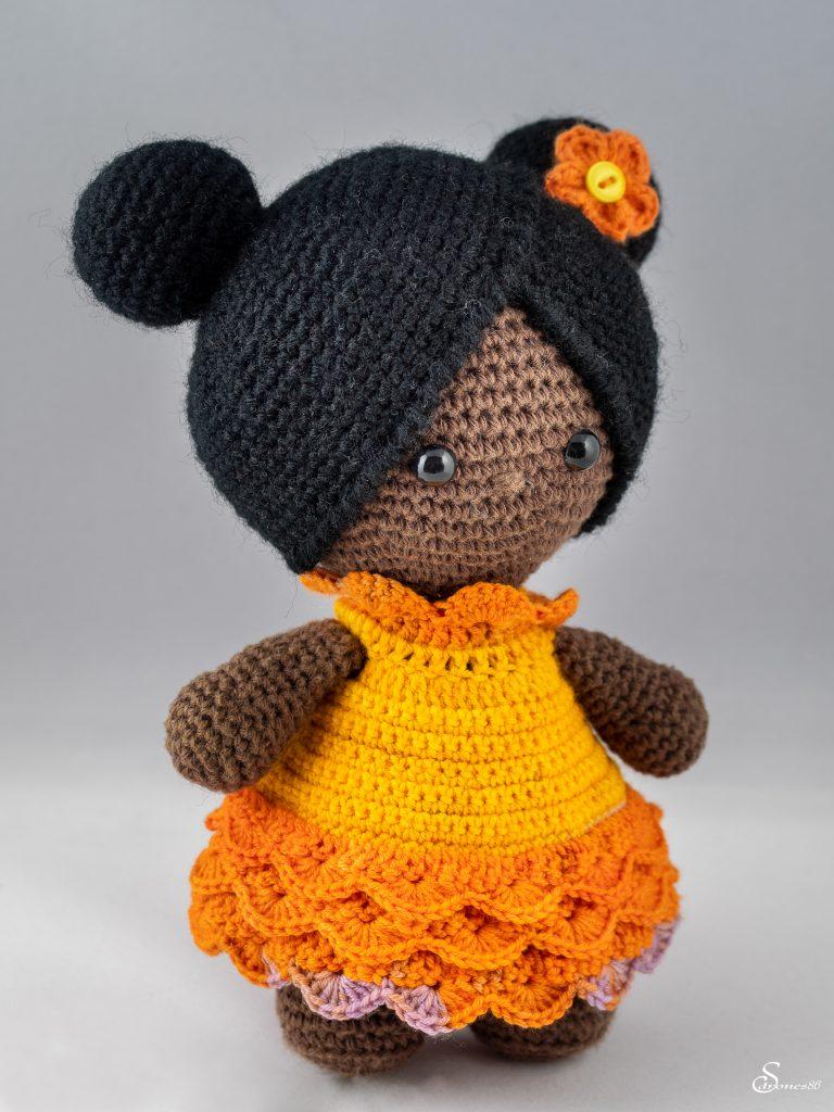Poupée femme de couleur au crochet